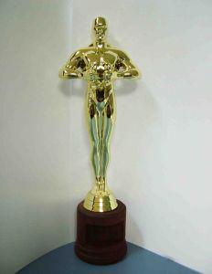 Оскар на деревянной подставке (с вырезом под шильд)