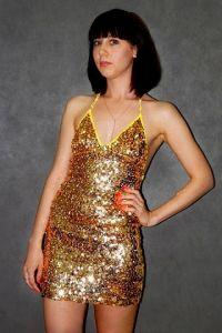 Платье с блестками золотое