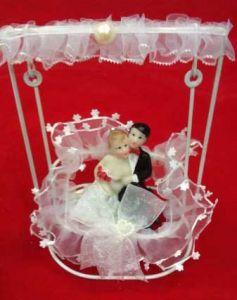 Свадебная пара на качелях (12см)